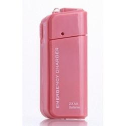 Roze powerbank om de smartphone op te laden