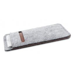 Insteek hoesje  van wol en vilt met pas vakje voor de smartphone of mobiele telefoon