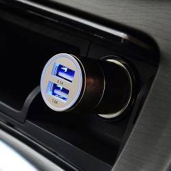 12v oplader voor in de auto met dubbele USB aansluiting