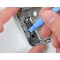 Losmaken van de behuizing van de smartphone met dit tooltje