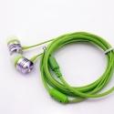 Groene stereo oordopjes met 3,5mm aansluiting om muziek of een film te luisteren op de smartphone en tablet