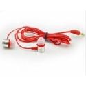 Rode stereo koptelefoon met oordopjes met 3,5mm aansluiting om muziek of een film te luisteren op de smartphone en tablet